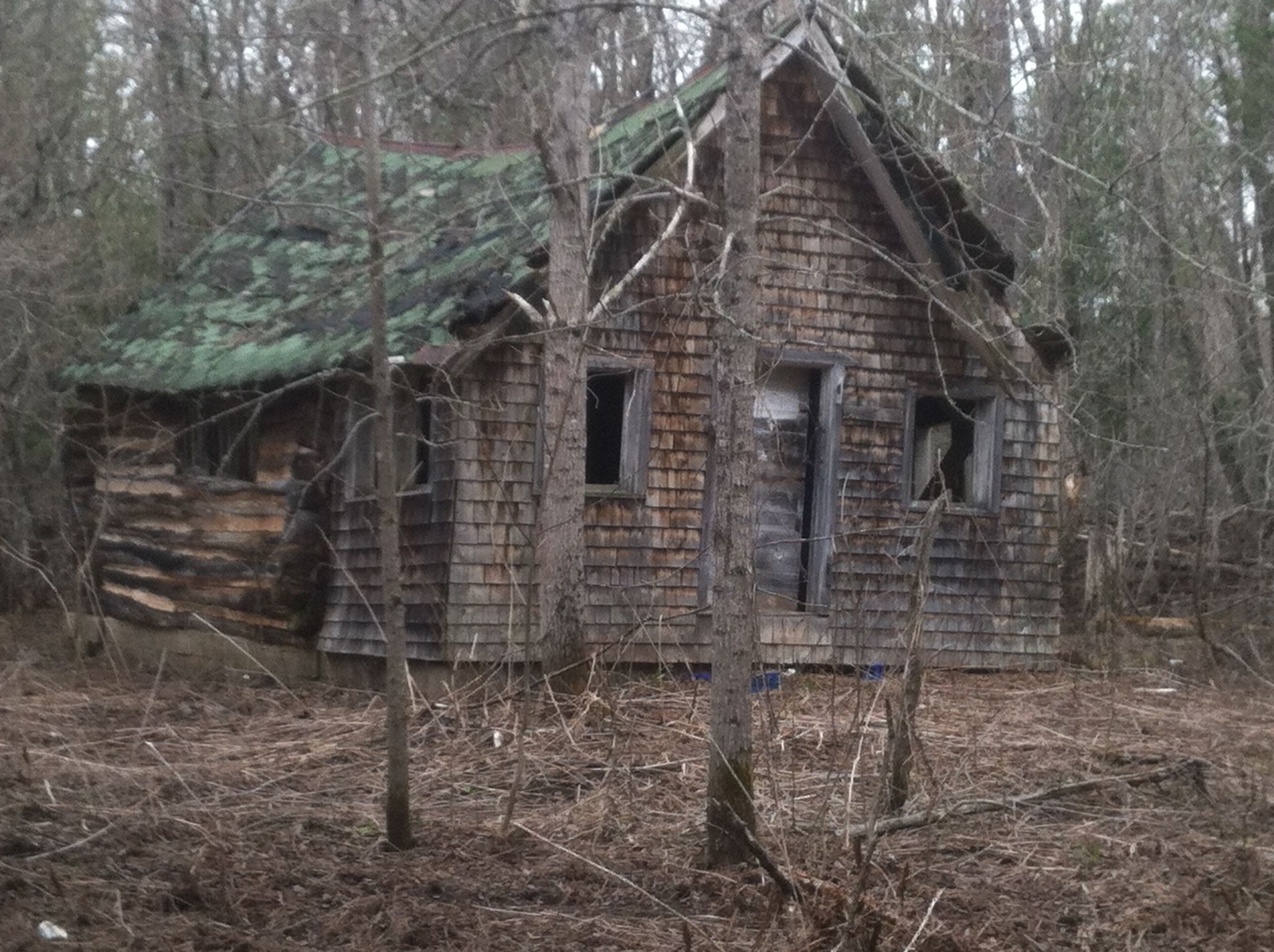Old log cabin in the upper peninsula of michigan for Primitive cabins for sale
