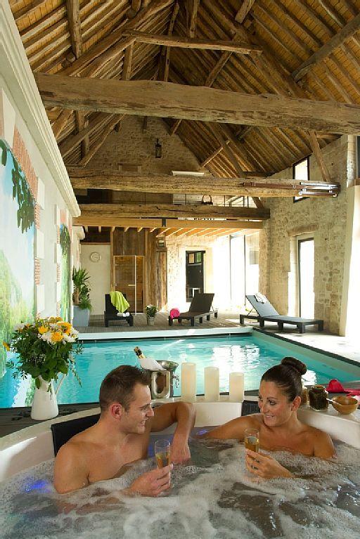 Location vacances gîte Noyant et Aconin Espace bien-être  Spa - Gites De France Avec Piscine Interieure