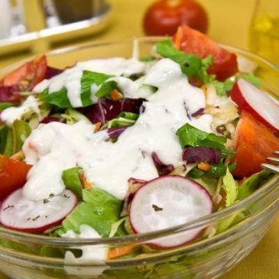 Salata sa prelivom od plavog sira