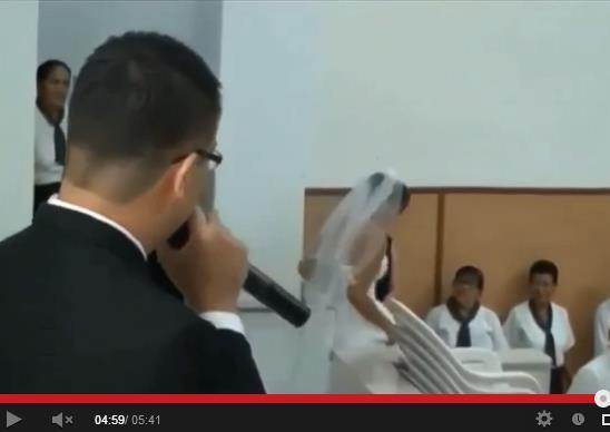 Noiva abandona noivo no altar da Igreja Universal.