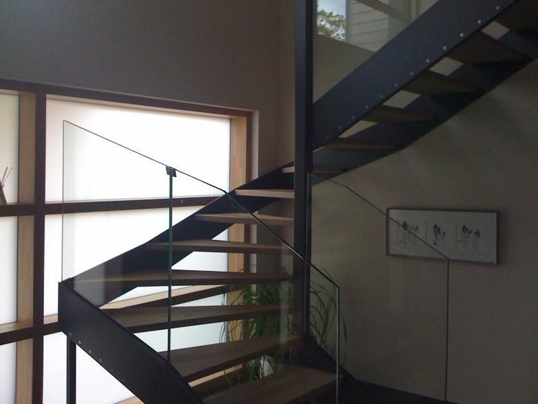 escalier demi tournant en acier bois et verre escalier 2 4 tournant pinterest acier bois. Black Bedroom Furniture Sets. Home Design Ideas