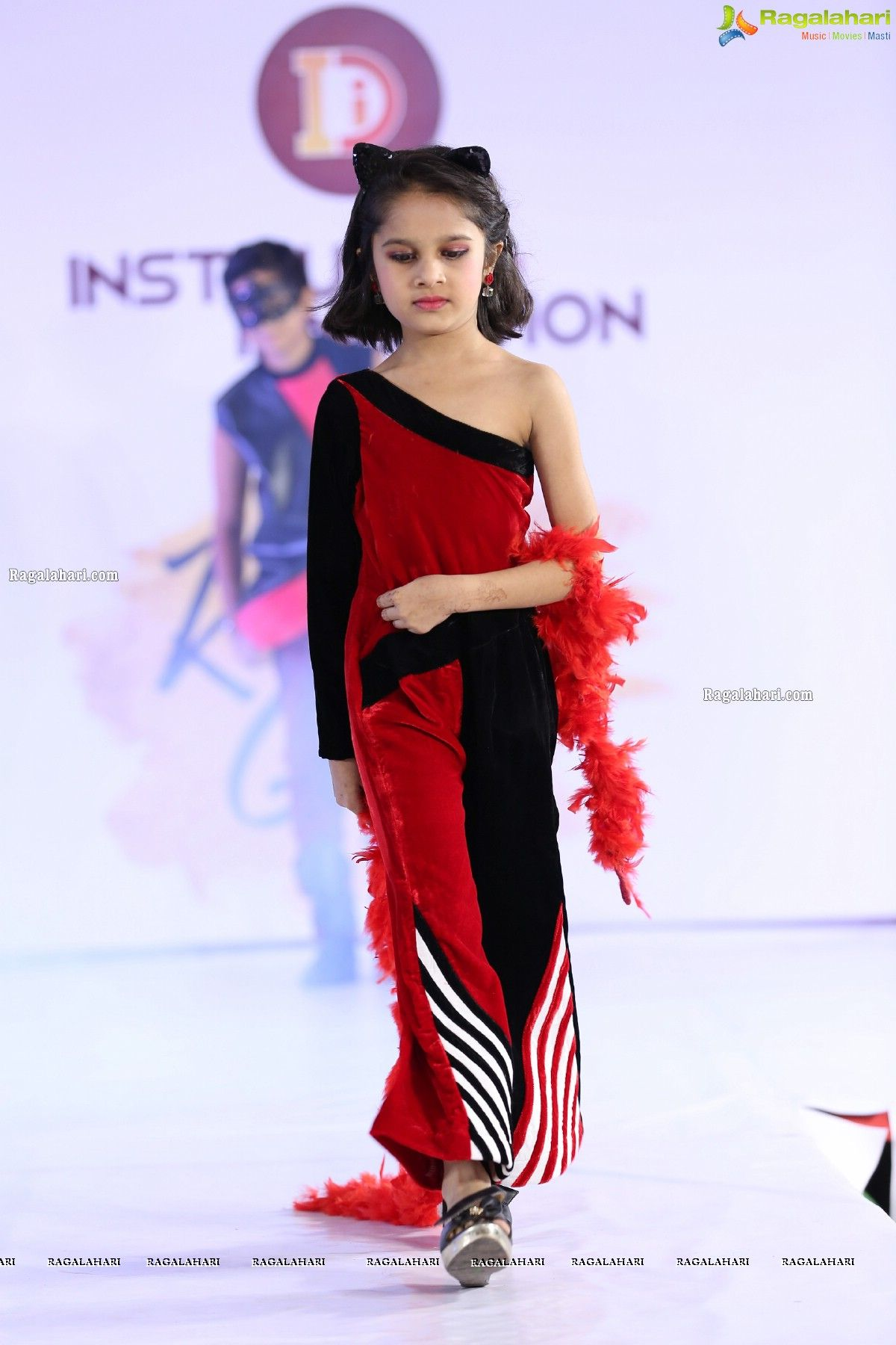 Pin By Instituto Design Innovation On Designer Bindiya In 2020 Fashion Fashion Design Cool Style