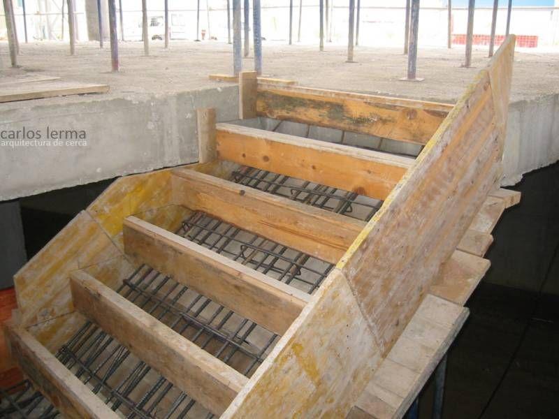 Encofrado de una escalera de hormig n hormig n for Como hacer una escalera en concreto