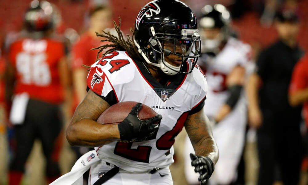 c022a9a47 Falcons hold off Buccaneers on MNF   With the New Orleans Saints and Carolina  Panthers both winning Sunday