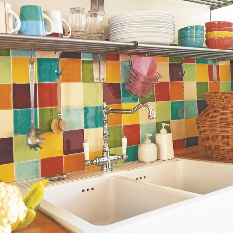 Una cocina de estilo retro y colores alegres encontrado - Pegatinas decorativas para banos ...