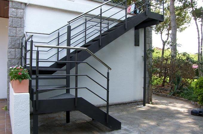 Escaleras exterior servitja casa pinterest - Escaleras de hierro para exterior ...