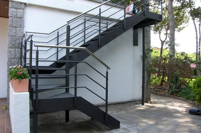 Escaleras exterior servitja casa en 2019 pinterest for Escaleras metalicas planos
