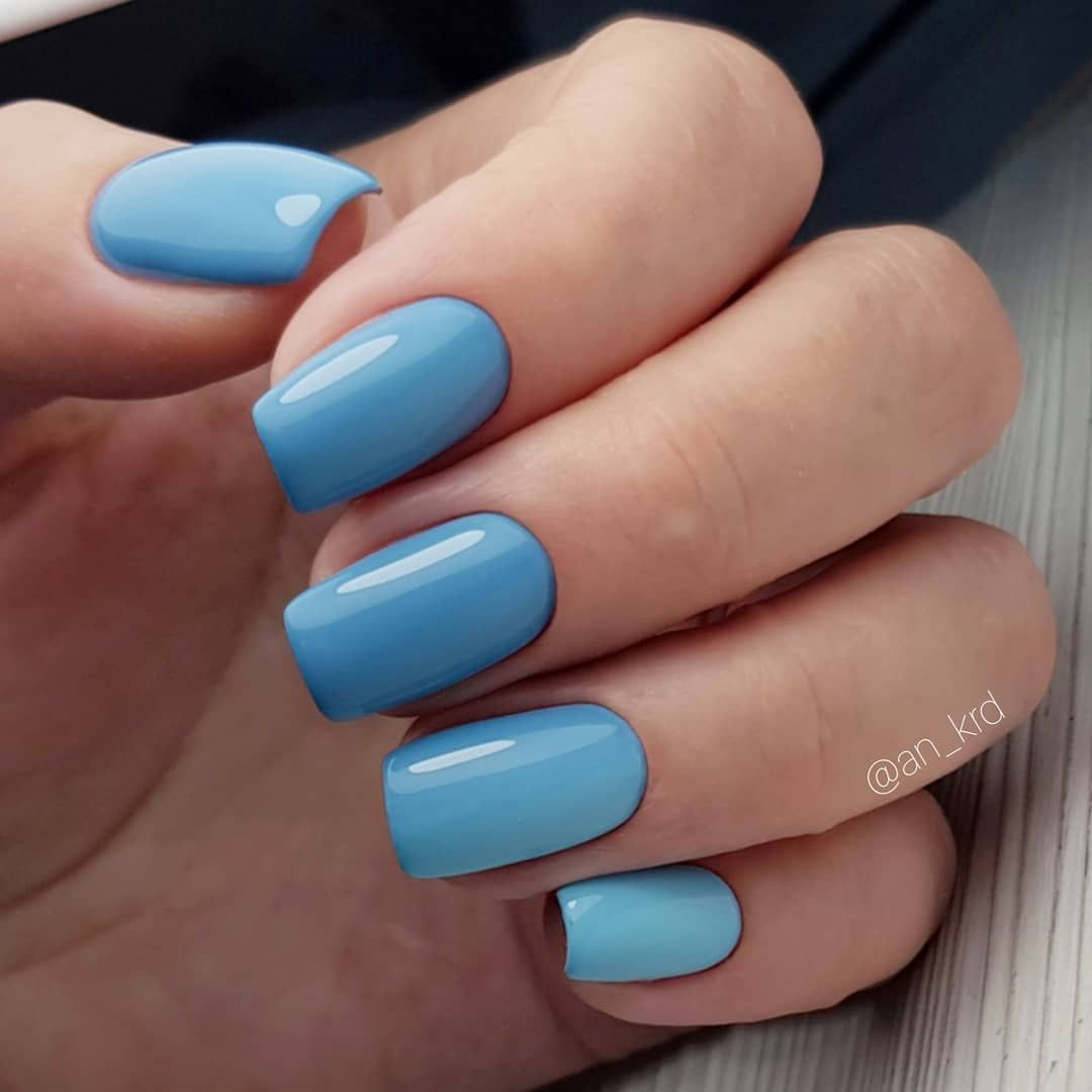 Pretty blue nail art design