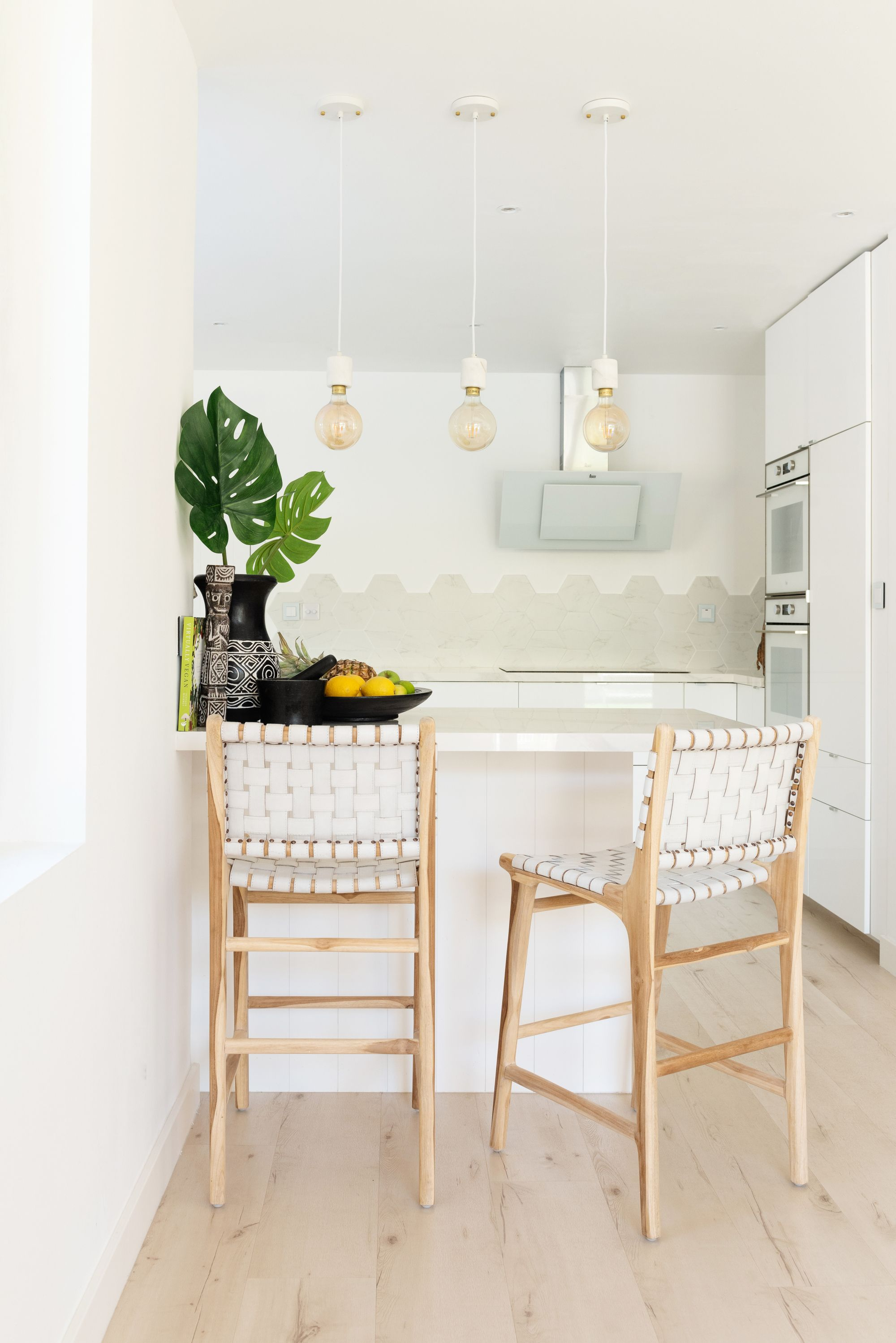 White Kitchen White Bright Kitchen Beach Style Kitchen