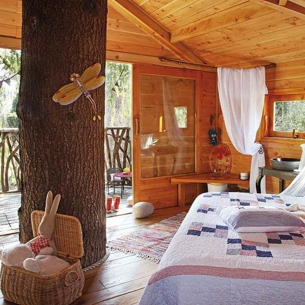 Fabulous kids treehouse design beautifully integrated into for Inside treehouse ideas