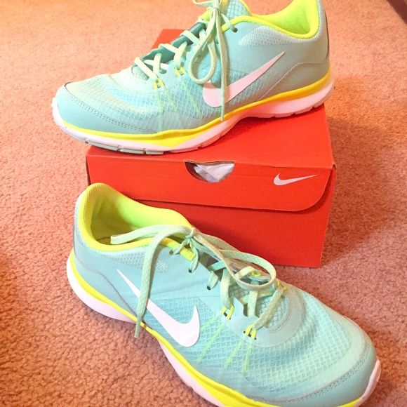 Nike Flex Turquoise and Lime Green Shoes Size 8