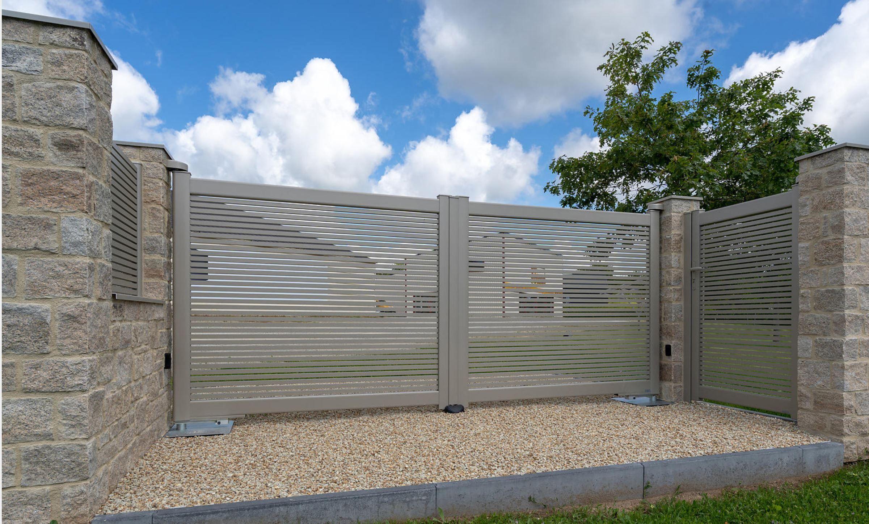 Portail Battant En Aluminium Avec Portillon Sur Mesure Ajoure Portail Portail Alu Portail Ajoure