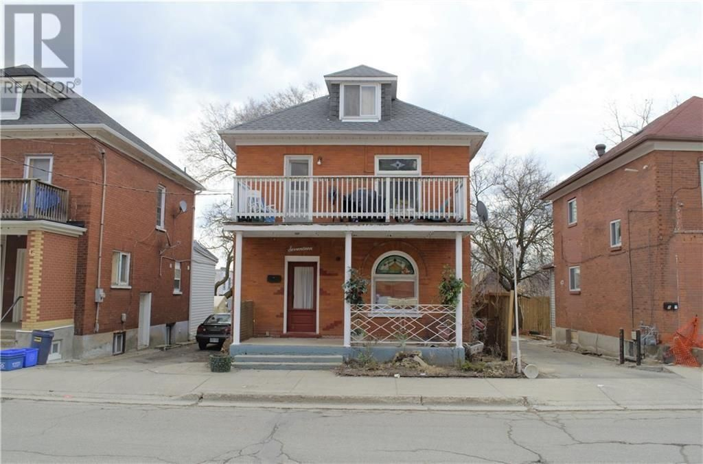 17 Eby Street S Kitchener Ontario N2g3k6 House Styles Triplex