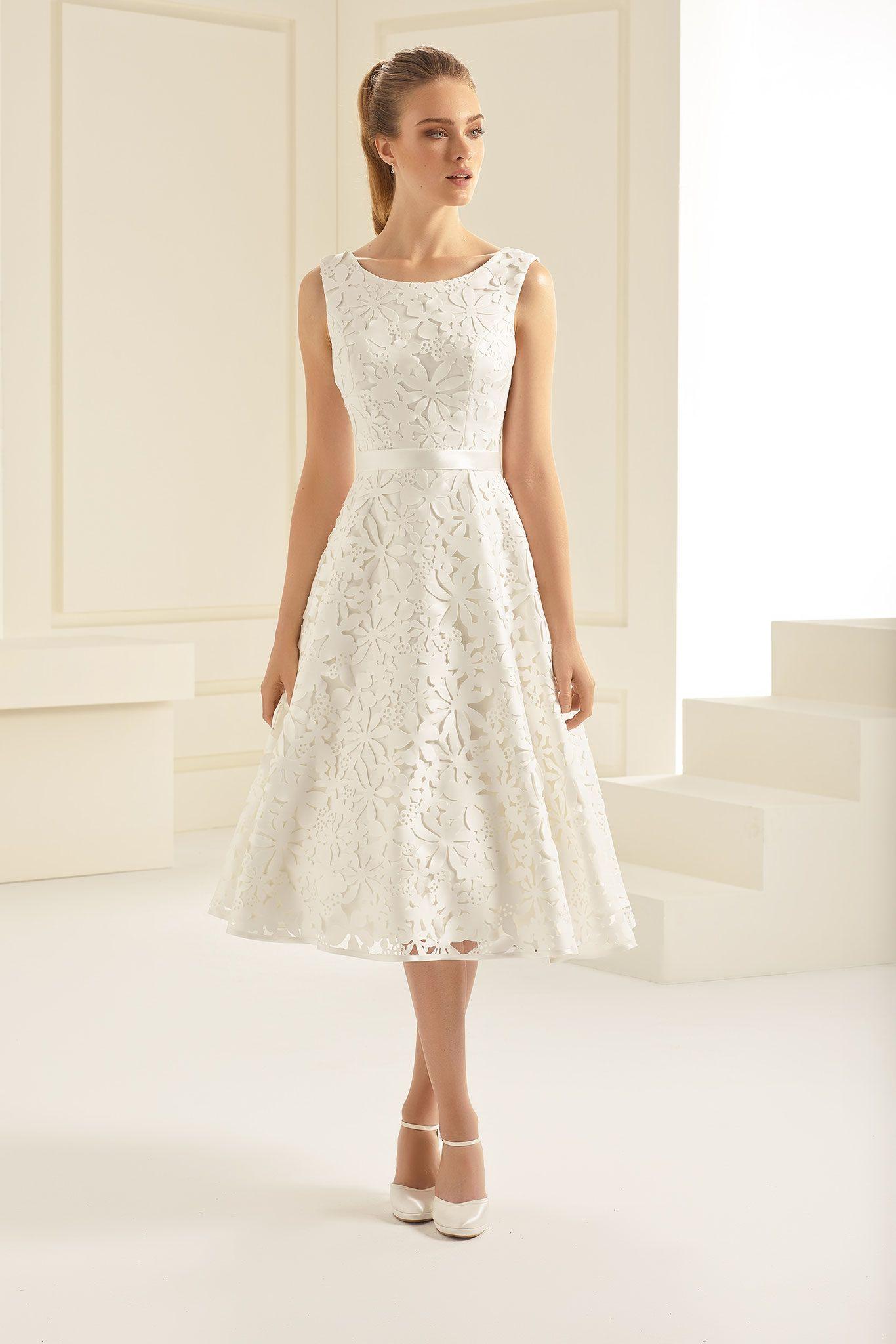 Vintage Brautkleid aus hochwertiger Spitze. Feiner Satingürtel