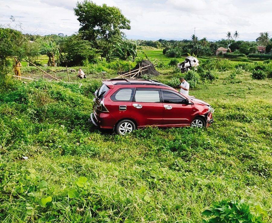 Diduga Pengemudi Ngantuk 2 Mobil Avanza Masuk Jurang Satelinews Id Kabupatentangerang Metrotangerang Kecelakaan Selengkapn Kota Tangerang Mobil Pedesaan