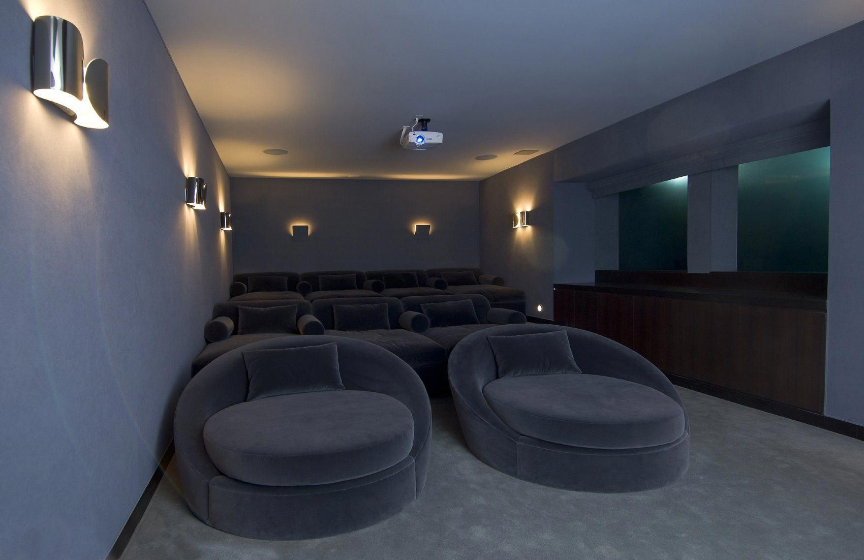 Hopen Place Is A Villa Designed By Whipple Russell Architects And Located Atop Hollywood Hills Which Provides Such A Home Theater Design Home Cinema Room Home