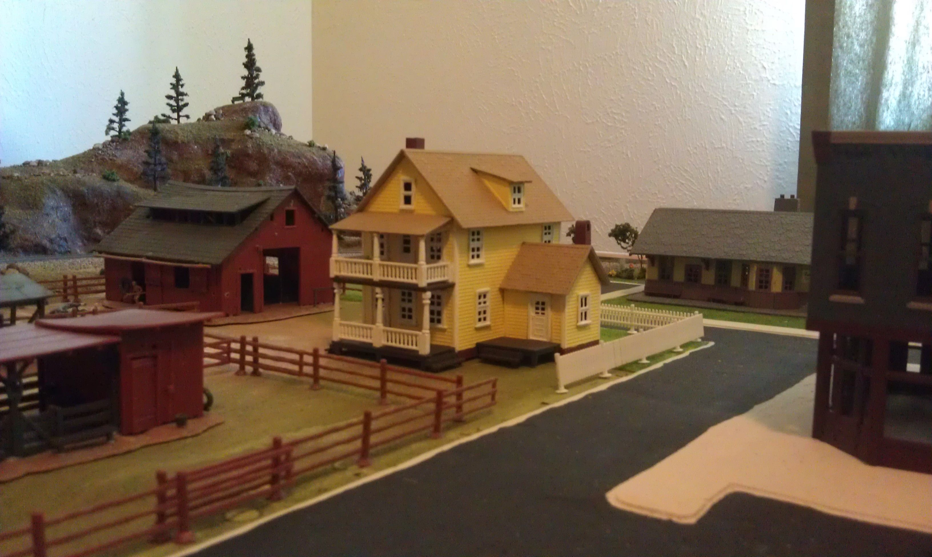 Whittemore HO Scale Train Table - Farm Layout Farm House Painted - Aug 2012