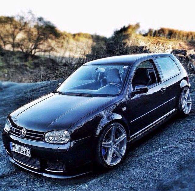 Lowered Mk4 R32: Golf Y Motocicleta