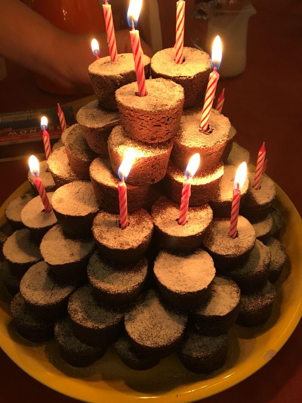 Pastel con mini brownies, una idea sencilla y original con poco presupuesto