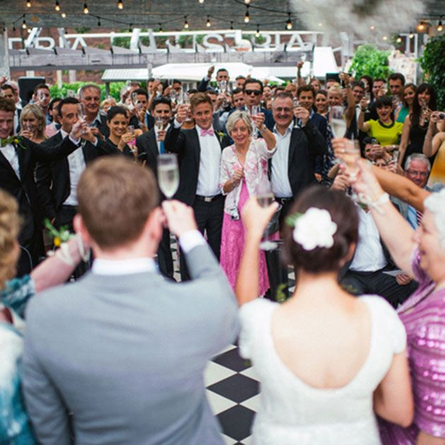 Nowadays, more and more brides and grooms are seeking creative, alternative ways to greet their guests without cutting into valuable wedding time.