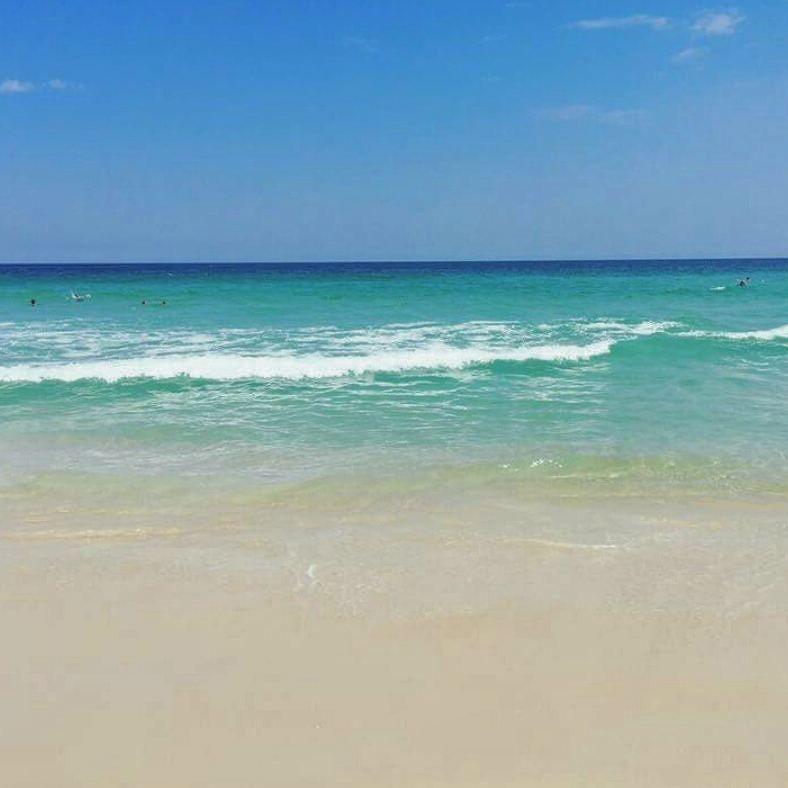 """""""Nada é o que parece ser. De longe o #mar é azul de perto é verde por dentro é transparente. Aparentemente tudo é diferente daquilo que se vê. Eis então o segredo para não julgar: em vez de olhar o mar de longe mergulhe.""""  #desejando #inspirando #respirando #odoia #summerlovers #beachlovers #instalovers #riodejaneiro #errejota by izisferreira"""