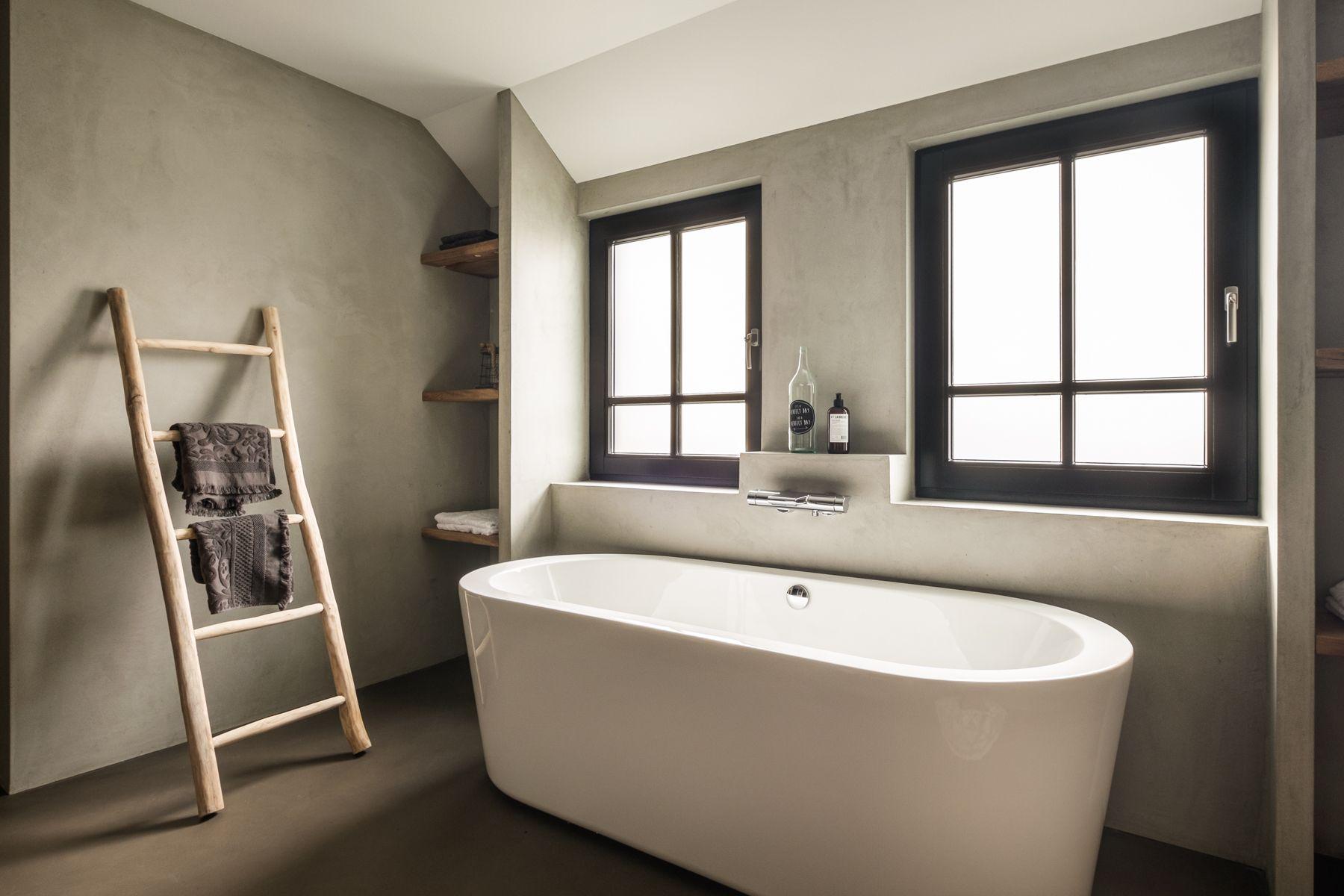 Wanden en vloer geheel voorzien van naturelook betonlook