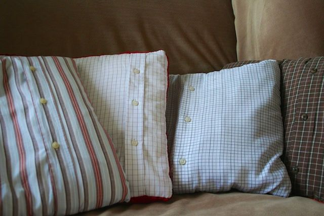 Diy upcycling alte hemden auf dem sofa recycling for Sofa upcycling
