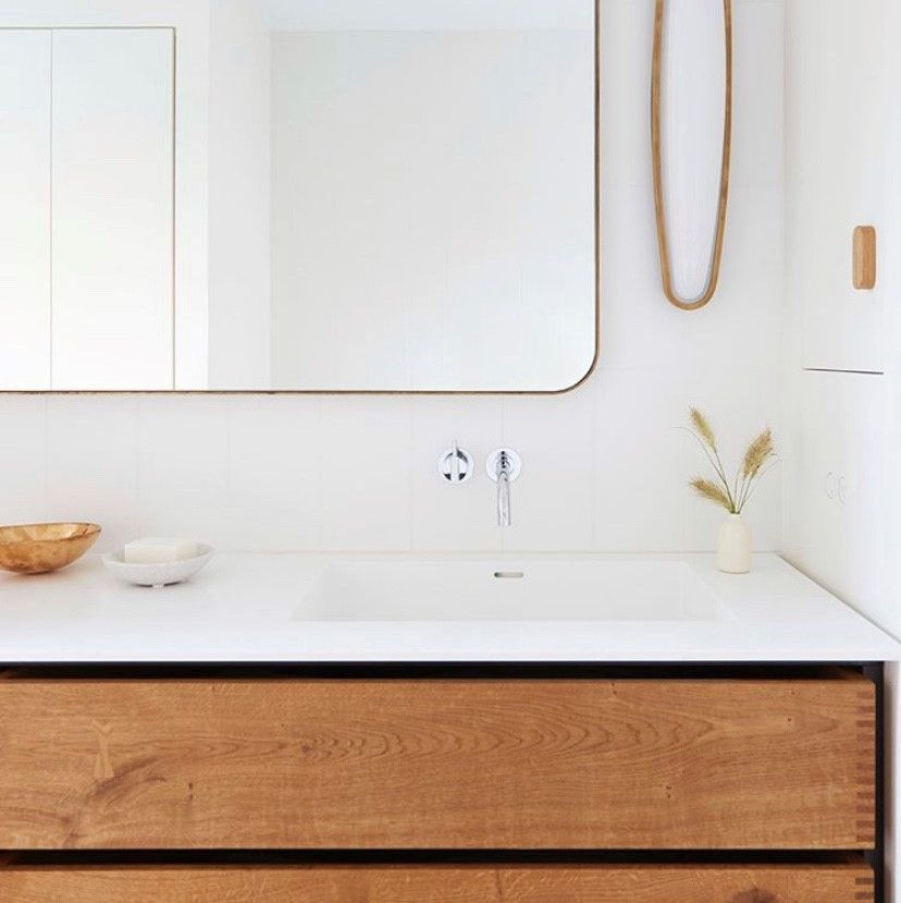 We worked with the talented @elizabeth_roberts_architecture to craft this calm and warm bathroom furniture for a private residence in New York. Photo: @elizabeth_roberts_architecture @kyle_knodell  #interiordesign #home #bathroomdesign #bathroom #interiors #homedesign #bespoke #gardehvalsoe #elizabethrobertsarchitects