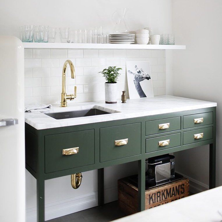 A Small Kitchenette Delivers Big Impact When The Focus Is On Timeless Traditional Details And Ameniti Small Kitchenette Interior Design Kitchen Kitchen Trends
