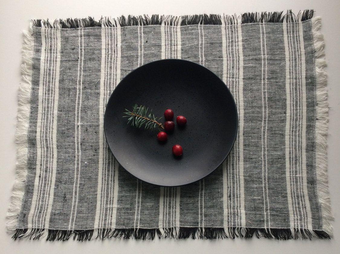 Set Of 4 Linen Placemats Black And White Placemats Black Etsy White Placemats Linen Placemats Table Style