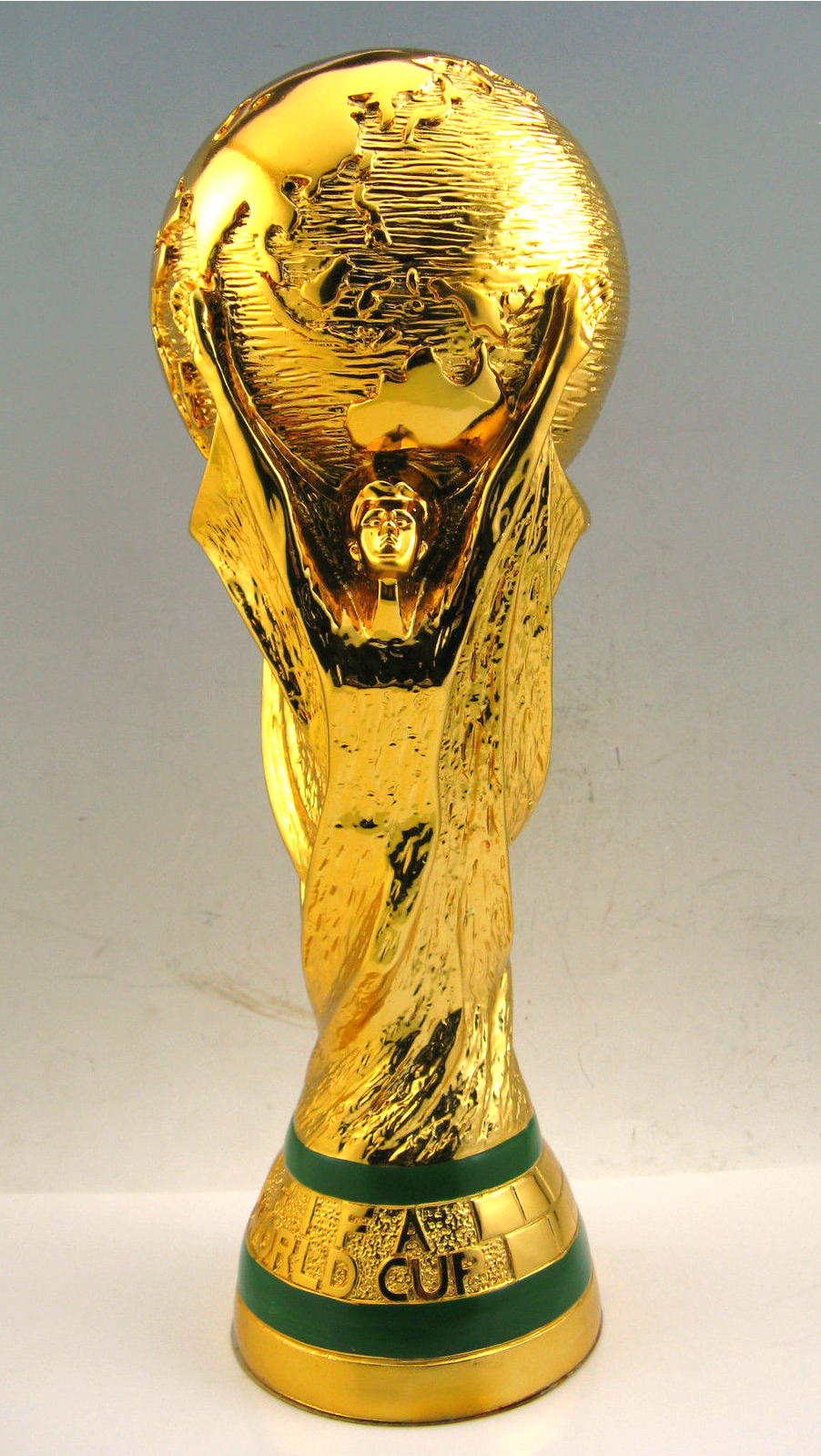 New Boxed 2018 Fifa Mini World Cup Replica Trophy Official Licensed Product