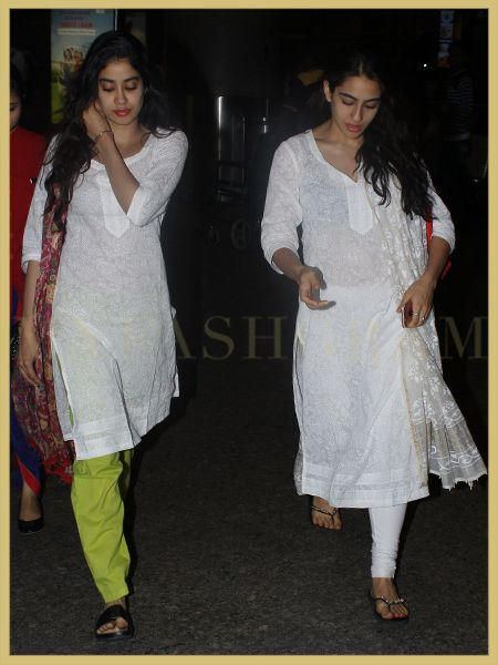 4bba7cc3ff Sara Ali Khan and Jhanvi Kapoor, Airport Style, MyFashgram ...