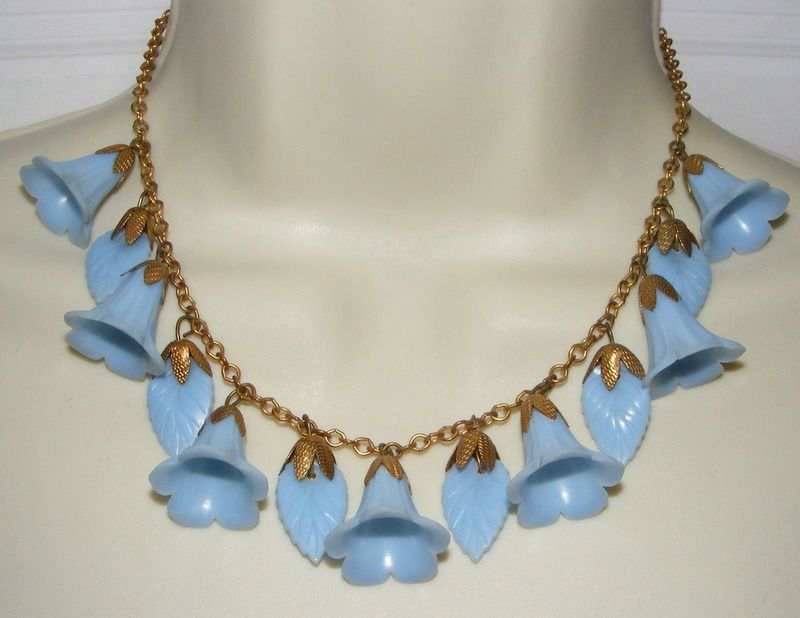 Vintage dangling plastic  Flower & leaves  NECKLACE blue bell or lily #unbranded #danglingfloralnecklace