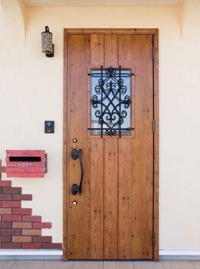 愛情たっぷりのおうち 玄関ドア おしゃれ 妻飾り 家
