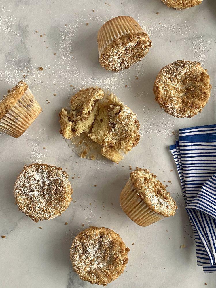 Photo of Estos muffins de pastel de café de crema agria harán que las mañanas sean mejores