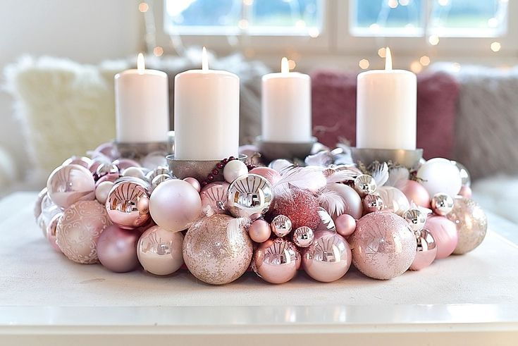 An advent wreath made of Christmas balls is very easy to make yourself! We show …