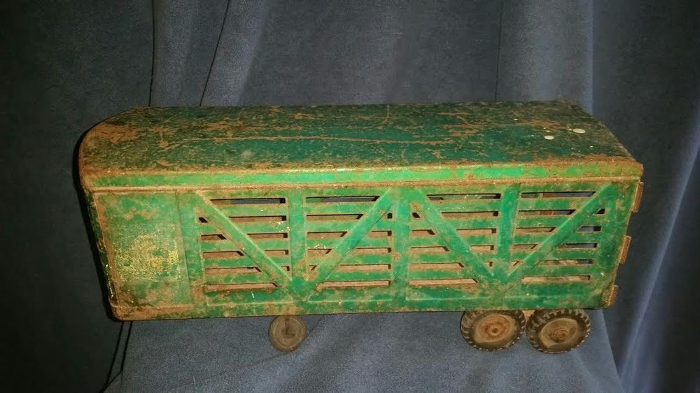 1950's Structo Farms Green Cattle Trailer Metal Toy