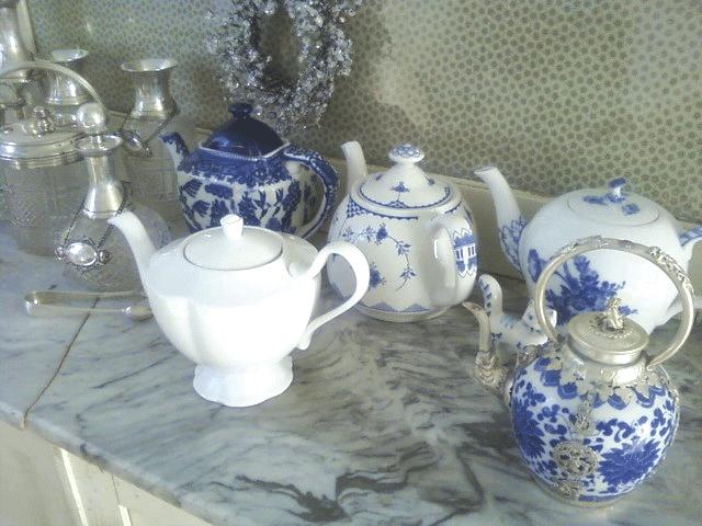 blue and white teapots at Elinor Cottage via lilyoake.blogspot.com