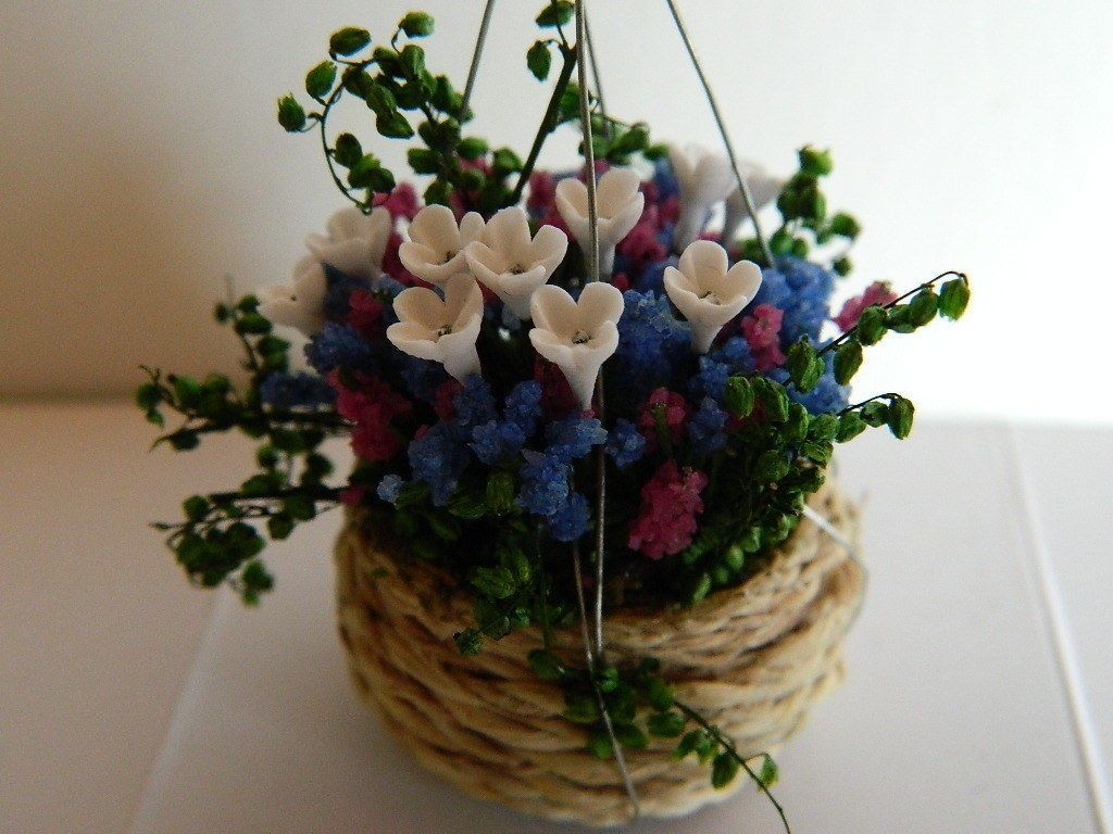 (G2.2) DOLLS HOUSE SUMMER WICKER HANGING BASKET FILLED WITH FLOWERS in Dolls & Bears, Dolls' Miniatures & Houses, Other Dolls' House Miniatures | eBay