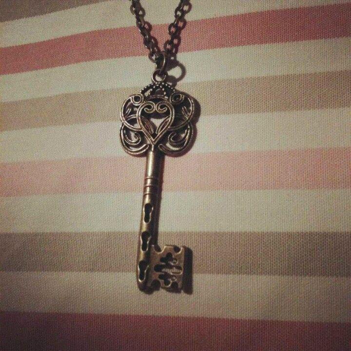 So pretty, I love key necklaces