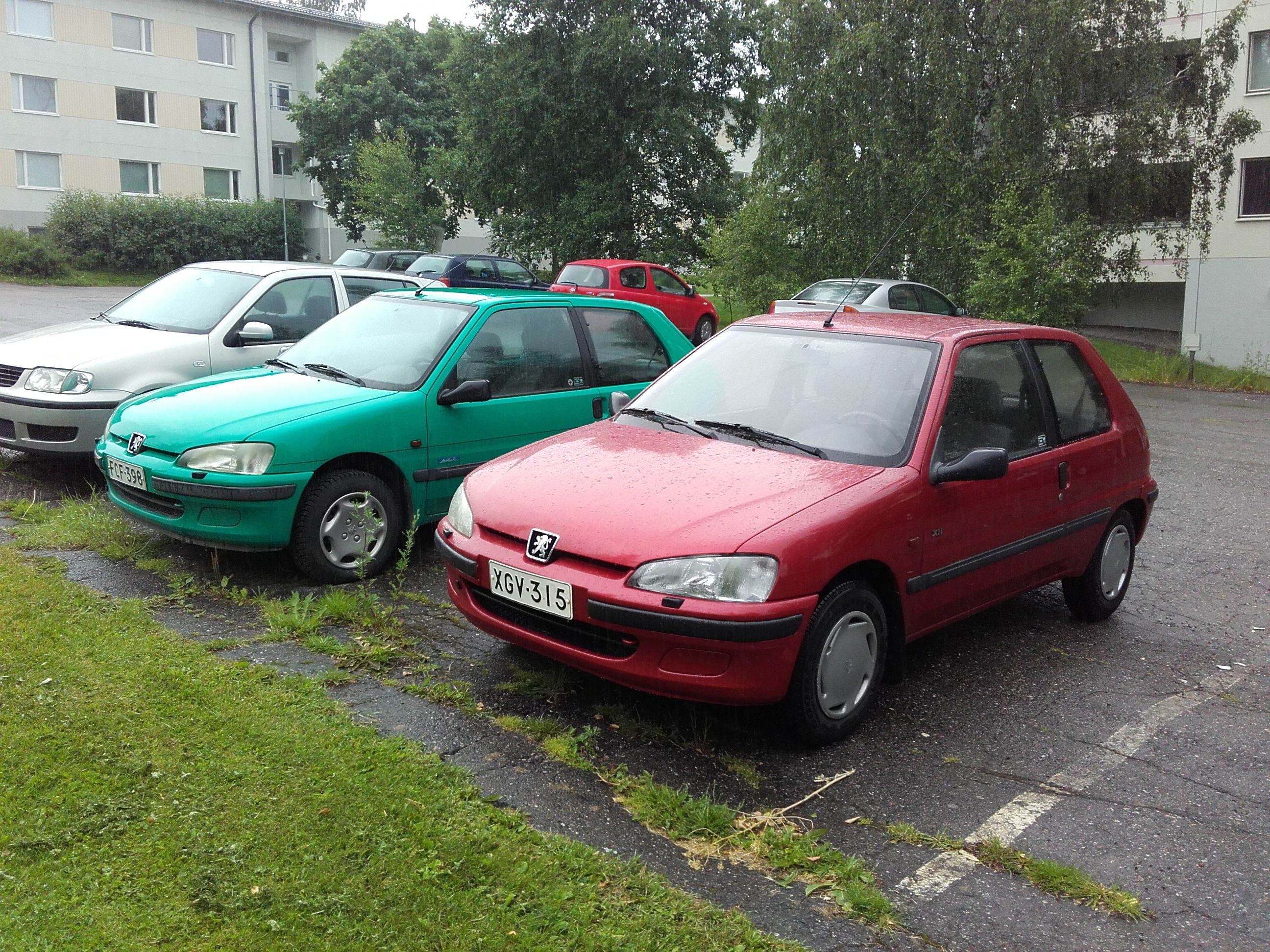 my peugeot 106 xn 1996 red and neighbours 106 mistral green peugeot 106 citro n saxo ax. Black Bedroom Furniture Sets. Home Design Ideas