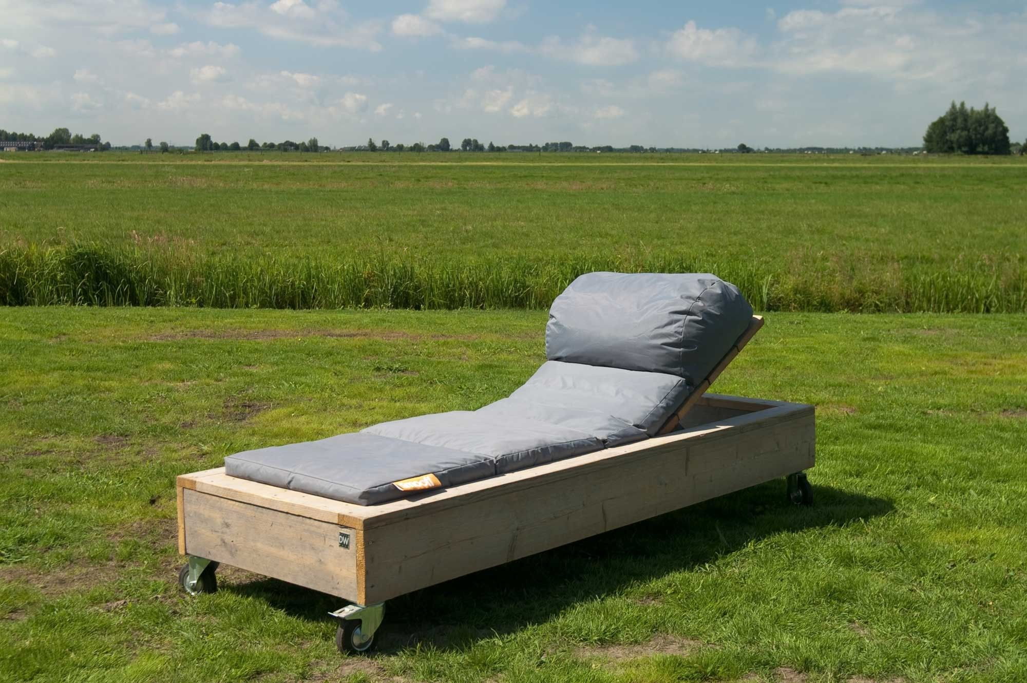 gartenliege liege aus unbehandeltem ger stholz garten holz. Black Bedroom Furniture Sets. Home Design Ideas