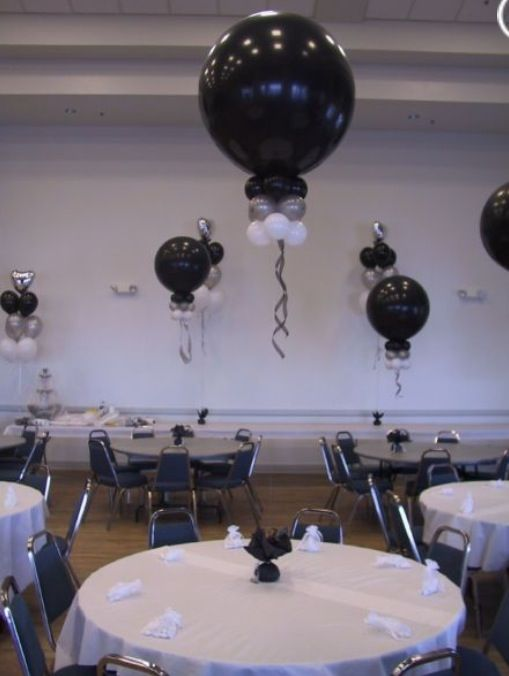 Large balloon table centrepiece ideas