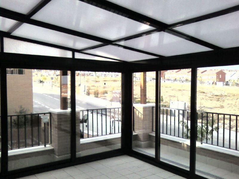 Imagenes de pergolas cerradas pergolas y cerramientos for Cerramiento aluminio terraza