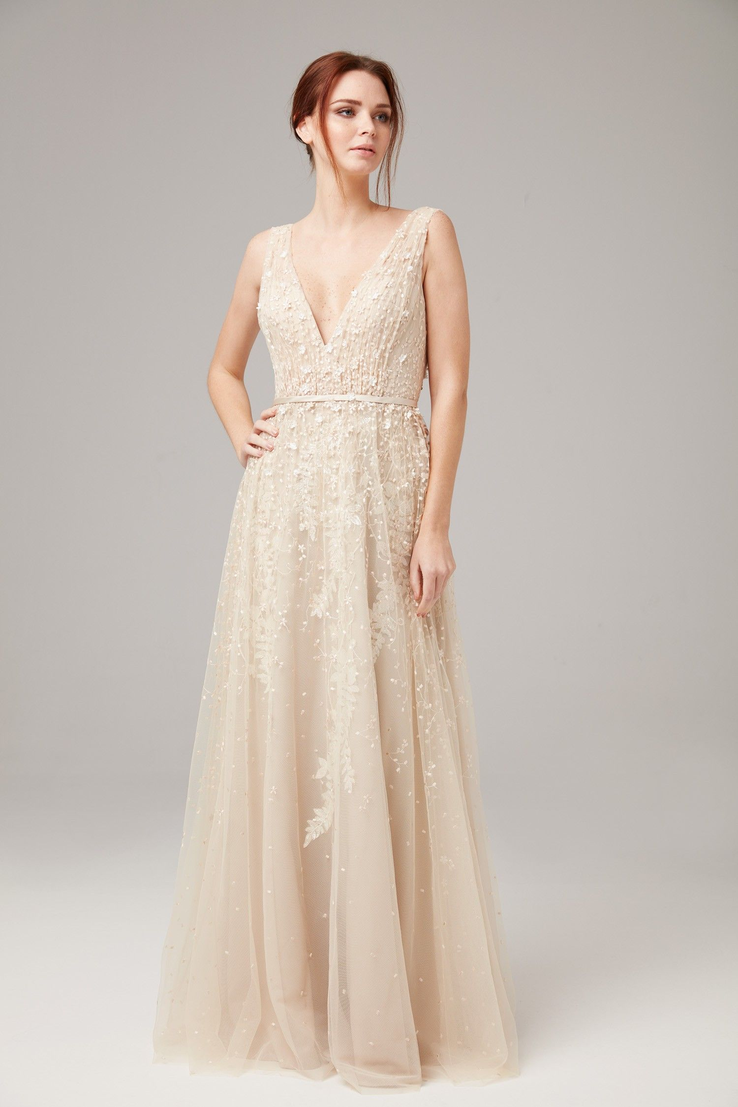 Şampanya Rengi Askılı Dantel İşlemeli Uzun Abiye Elbise  1550363d54d3