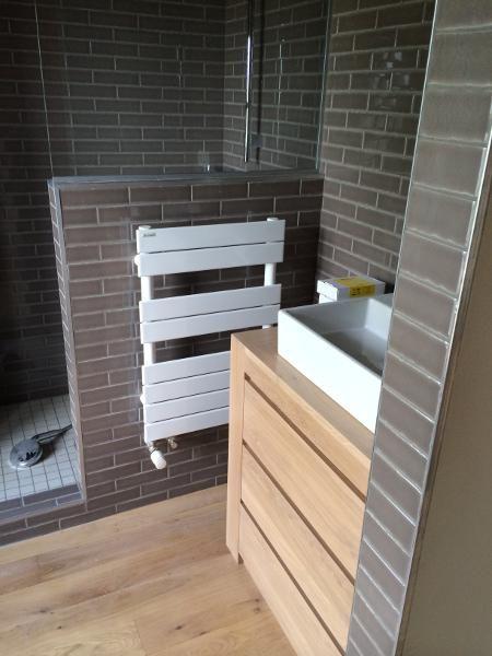 Meuble trois tiroirs en chêne massif, sur mesure, avec passage de - meuble salle de bain en chene massif