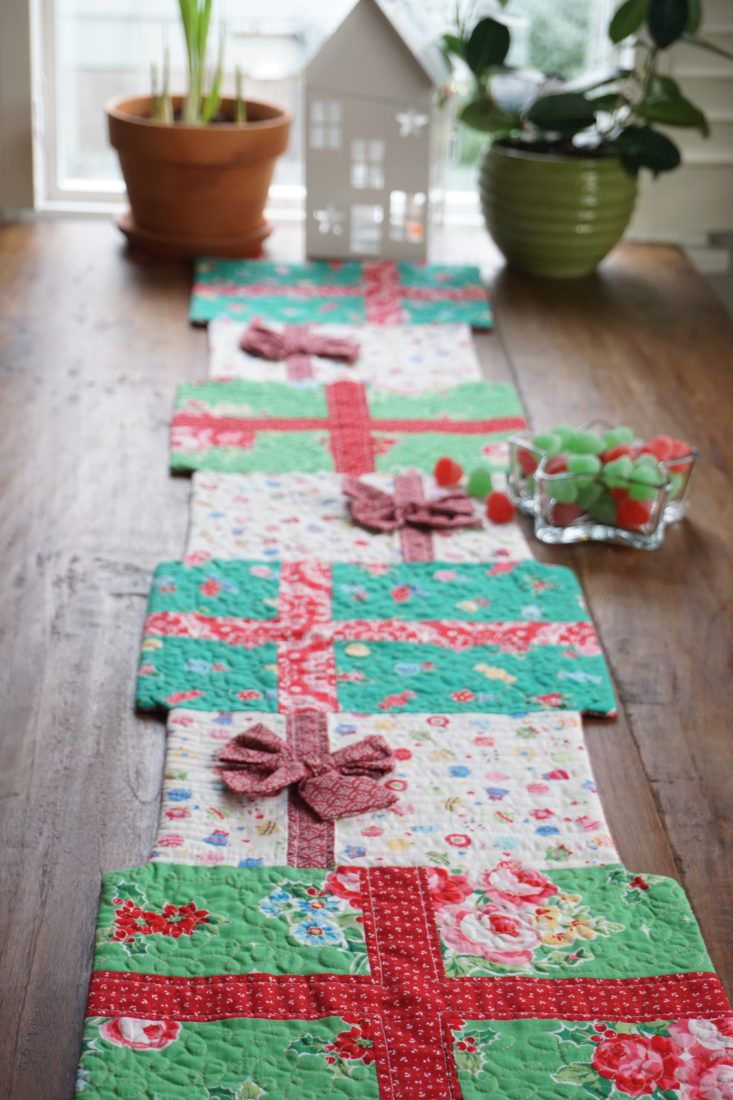 Holiday Table Runner Tutorial Holiday Table Runner Table Runner Tutorial Crochet Table Runner