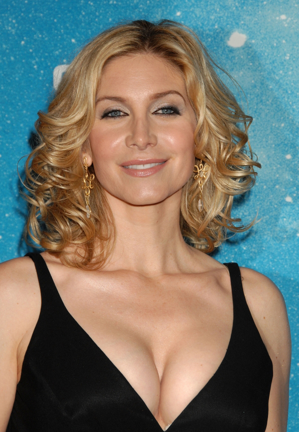 Elizabeth Mitchell Photo Gallery Pin 2 Pictures In 2021 Elizabeth Mitchell Elizabeth Celebrities