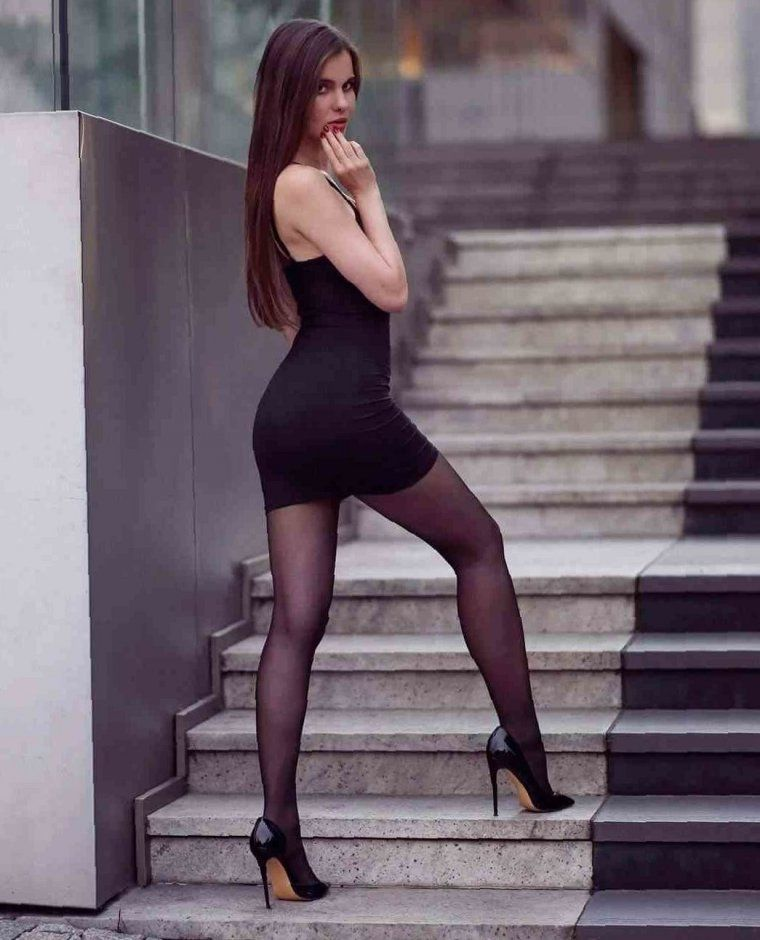 Девушки В Платьях Коротких Чулках Полные