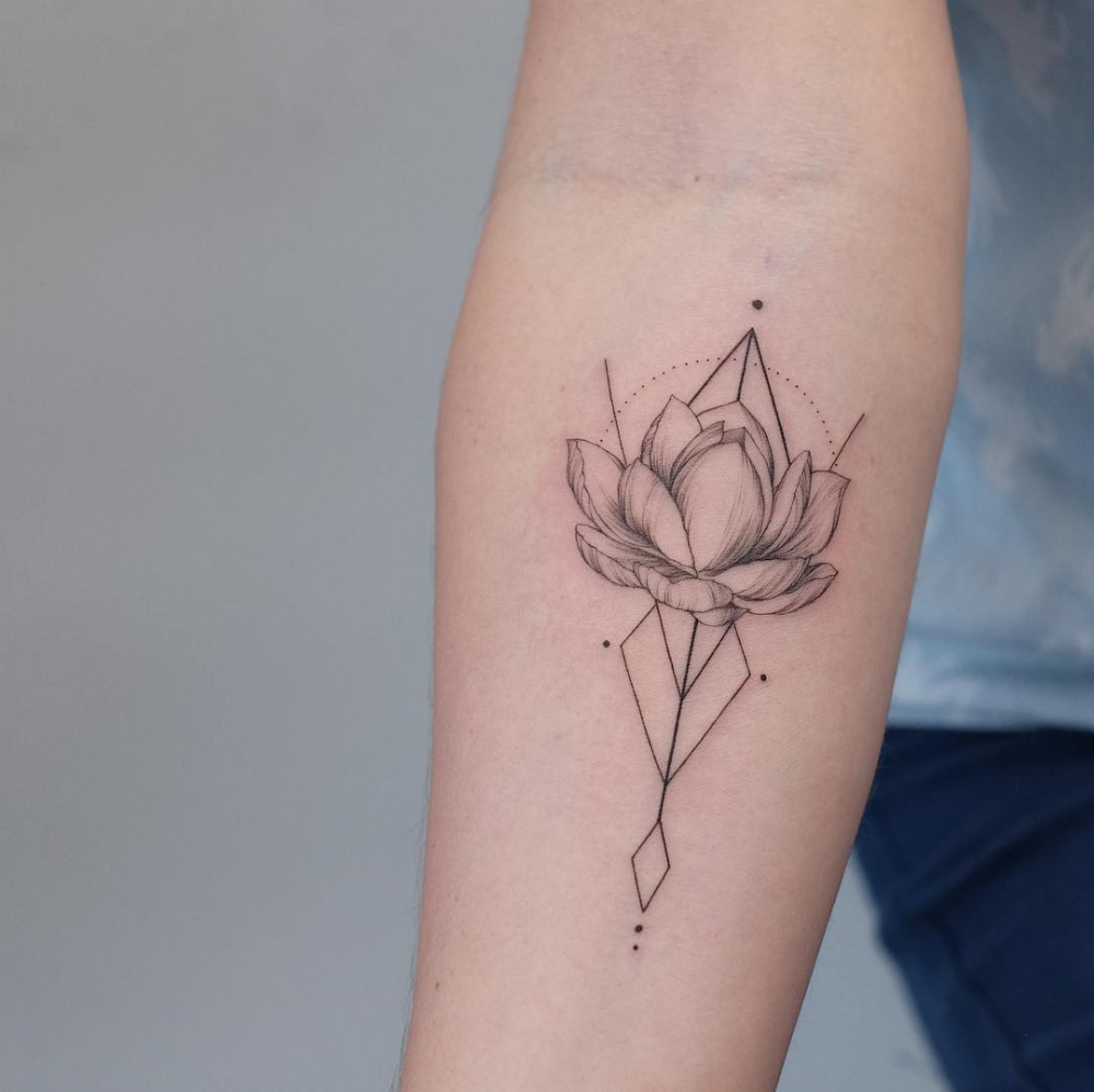 Geometric Lotus For Amy Good Luck In Berlin Tattoo Tattoos Tattoodesign Custom Fineline Finelinetatto Tattoos Fine Line Tattoos Lotus Tattoo